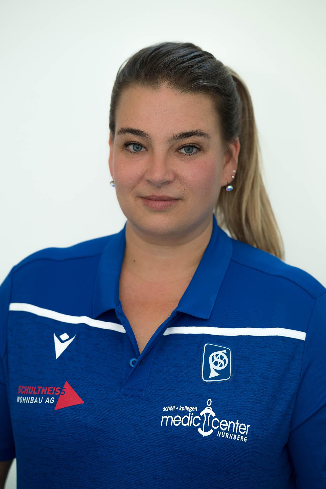 40 Angelika Warnick