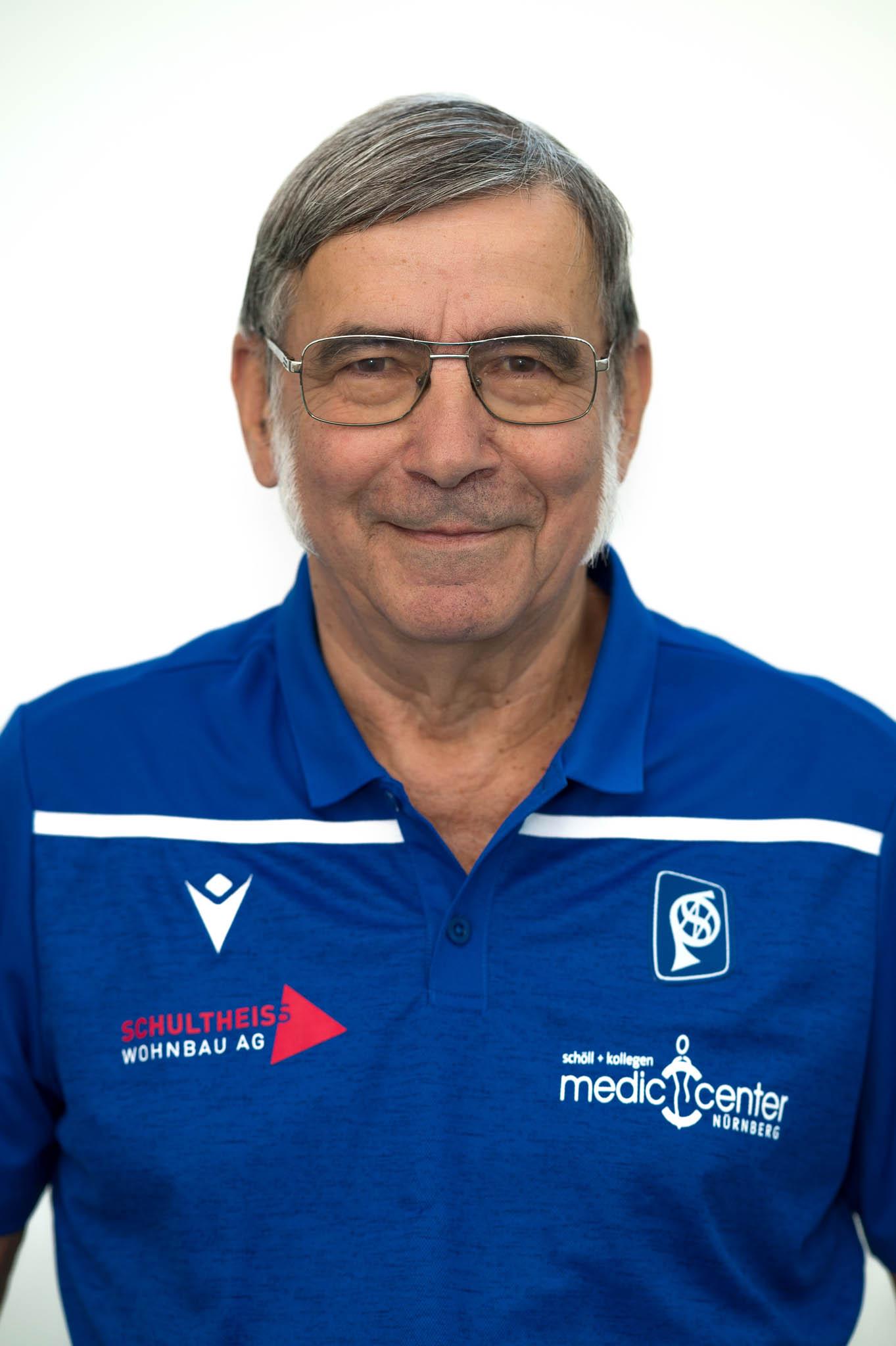 52 Manfred Basevi