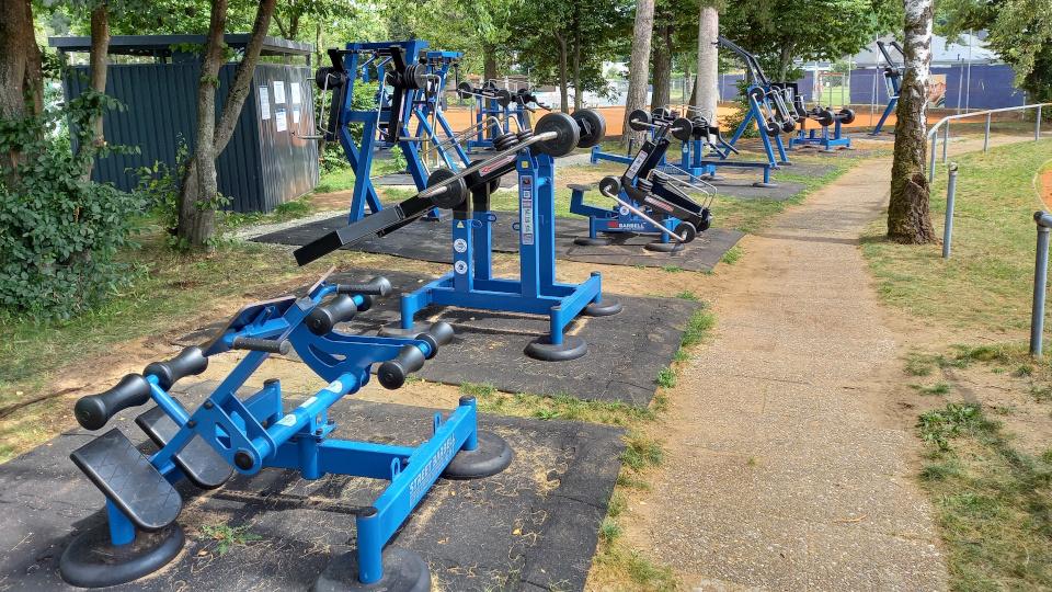 Neue Trainingsgeräte am Outdoor-Fitnesspark
